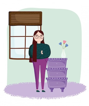 Jonge vrouw in de kamer met meubels lades bloemen in vaas