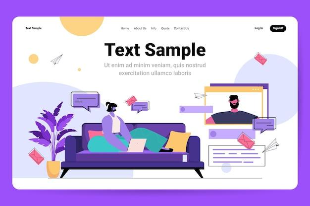 Jonge vrouw met behulp van laptop en chatten met vriendje in webbrowser venster sociale media netwerk online communicatie concept horizontale kopie ruimte vectorillustratie