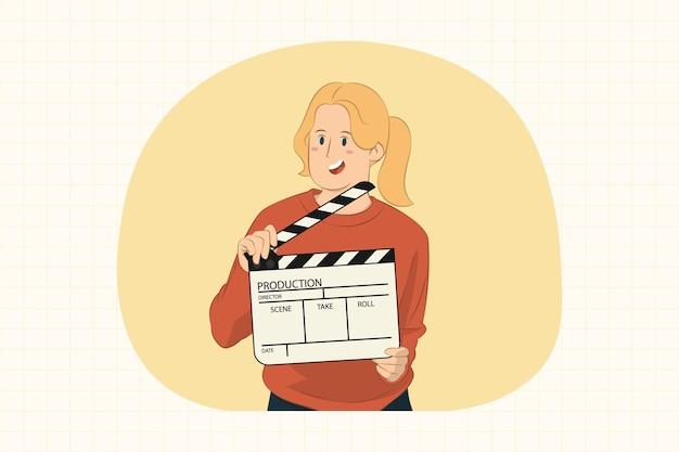 Jonge vrouw met klassieke zwarte film maken filmklapper concept