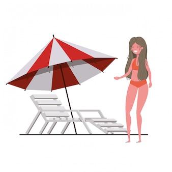 Jonge vrouw met zwempak op wit