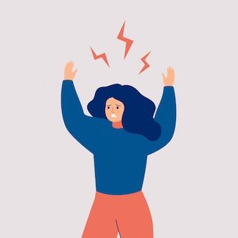 Jonge vrouw steekt haar handen omhoog en schreeuwt van woede. boos meisje met vliegende bliksem boven haar hoofd