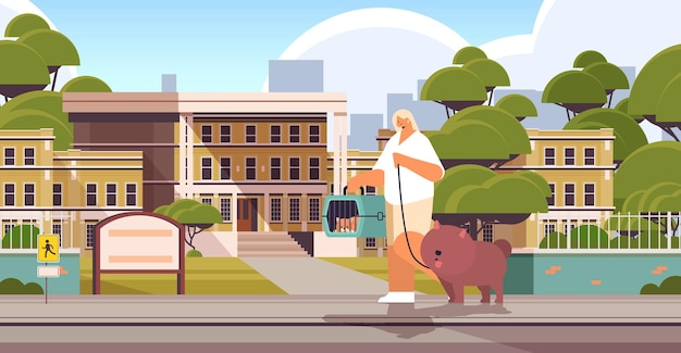 Jonge vrouw wandelen met hond en kat vrouwelijke eigenaar en schattige huisdieren plezier vriendschap met huisdieren concept stadsgezicht achtergrond horizontale volledige lengte vectorillustratie