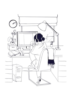 Jonge vrouw zit op de computer en werkt