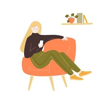 Jonge vrouw zittend in een comfortabele stoel met smartphone blijf thuis illustratie gezellige kamer vector