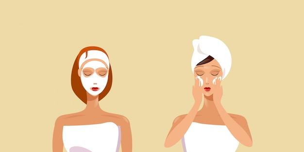 Jonge vrouwen die de meisjes van gezichtsmaskers toepassen die in handdoek worden verpakt skincare spa het gezichtsportret van het gezichtsbehandeling horizontaal