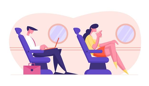 Jonge zakenman zit in comfortabele vliegtuigstoel