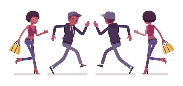 Jonge zwarte man en vrouw lopen