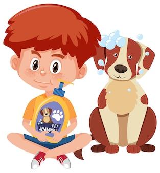 Jongen die hondenshampoo-product met schattige hond houdt