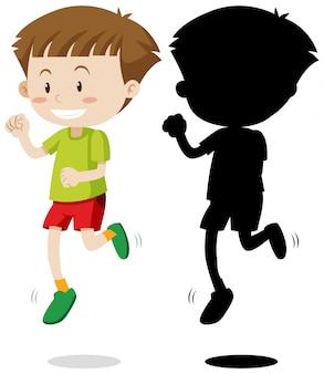 Jongen die in kleur en silhouet loopt