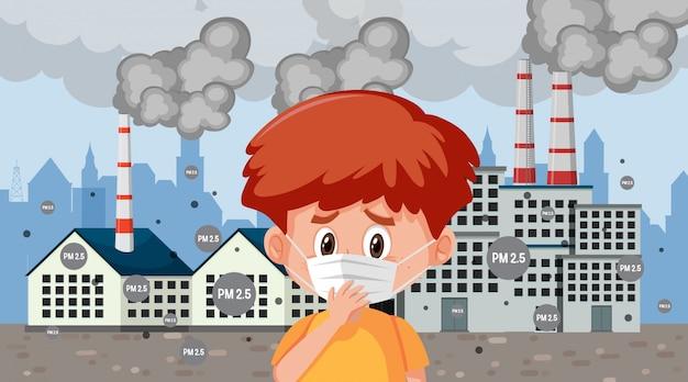 Jongen die masker in de stad met fabrieksrook draagt