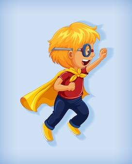 Jongen draagt superheld met wurggreep in staande positie cartoon karakter portret geïsoleerd