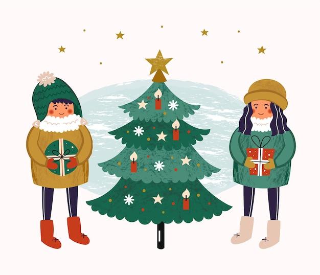 Jongen en meisje dichtbij kerstboom met decoratie. mensen in warme kleren met cadeautjes, cadeautjes.