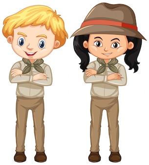 Jongen en meisje in bruin uniform