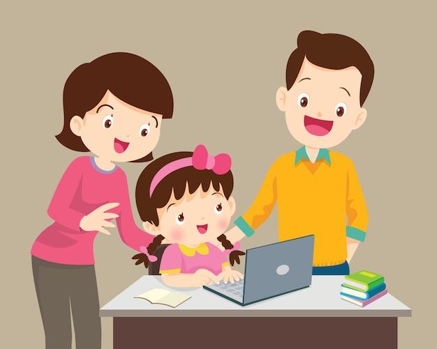 Jongen en moederzitting met laptop