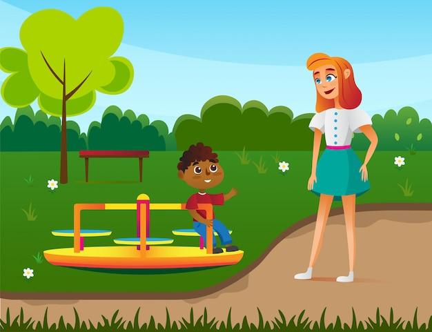 Jongen met babusitter-karakters op speelplaats.