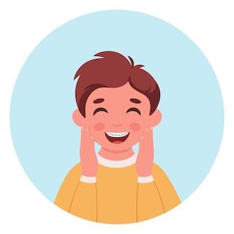 Jongen met beugels op tanden tandverzorging