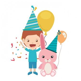 Jongen met konijntje in verjaardagsviering