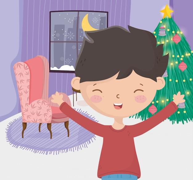 Jongen met viering van de nacht van het de woonkamervenster van de bankboom vrolijke kerstmis