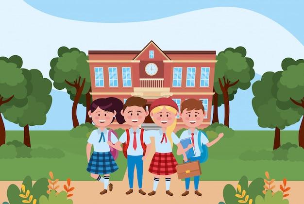 Jongens en meisjes kinderen van school