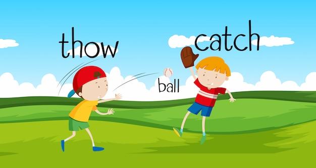 Jongens gooien en vangen bal in het veld