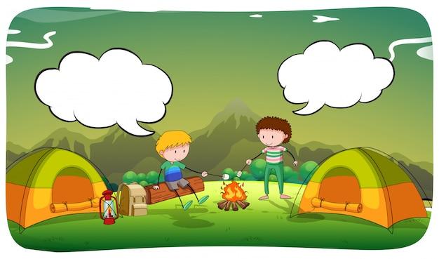 Jongens kamperen in het veld