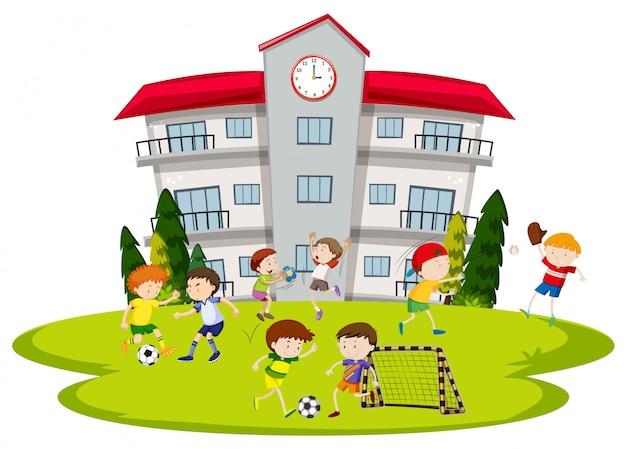Jongens voetballen op school