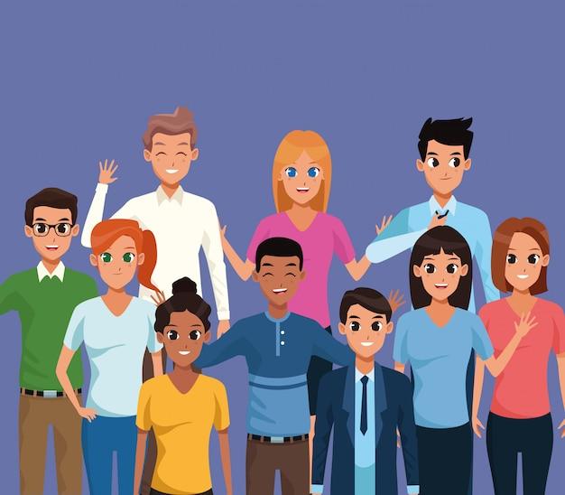 Jongeren die op blauwe achtergrond glimlachen