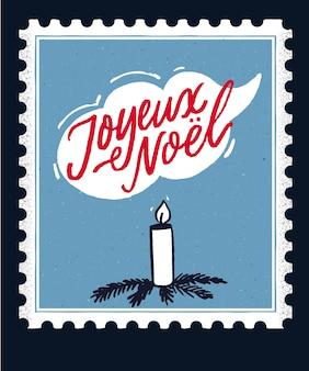 Joyeux noël. vrolijk kerstfeest in de franse taal. vintage wenskaartontwerp met handgeschreven tekst en handgetekende kaars versierd met takken. retro stempel frame.