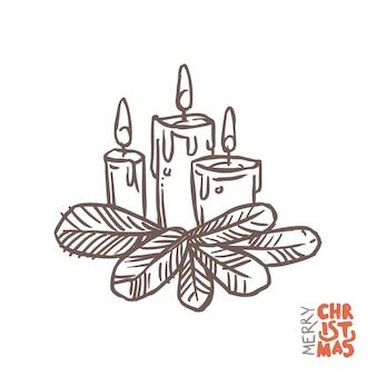 Kaarsen met vuur en sparren of dennentakken