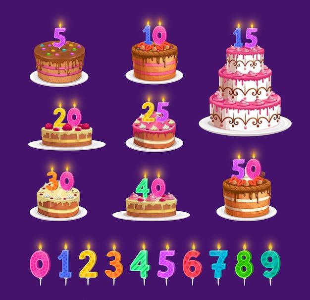 Kaarsen op de verjaardagstaart met aantal leeftijd, de pictogrammen van de feestpartij. gelukkige verjaardag cupcake en gestreepte kaarsen met vuurlicht rood, blauw, oranjegeel en groen, jubileumkaarslicht