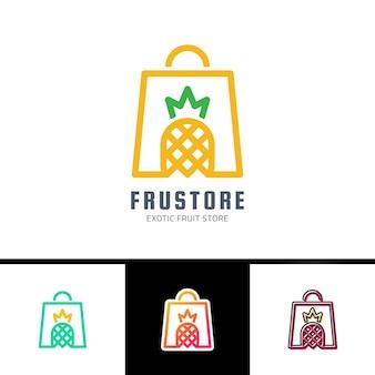 Kaart met vrouwentas die met stroken en ananas wordt verfraaid die op de witte achtergrond wordt geïsoleerd
