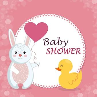 Kaart van de baby douche met schattige konijn en eend