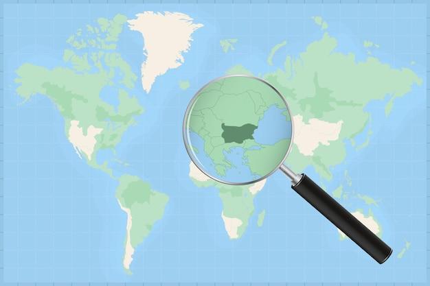 Kaart van de wereld met een vergrootglas op een kaart van bulgarije.