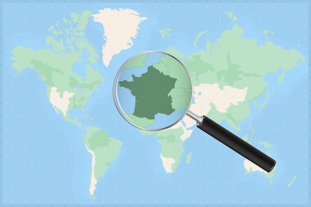 Kaart van de wereld met een vergrootglas op een kaart van frankrijk.