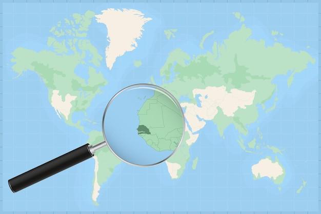 Kaart van de wereld met een vergrootglas op een kaart van senegal.