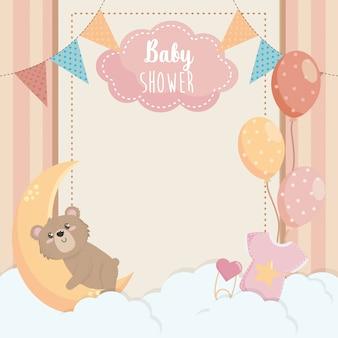 Kaart van schattige beer met label en ballonnen