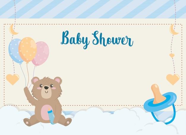 Kaart van schattige beer met zuigfles en ballonnen