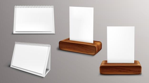 Kalender op houten sokkel, losbladige almanak met blanco pagina's en map. desktop papieren kalender voor- en zijaanzicht, geïsoleerde agenda, sjabloon. realistische 3d-afbeelding, set