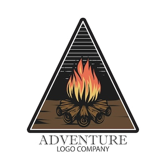 Kampvuurlogo-ontwerp voor logobadge en ander gebruik