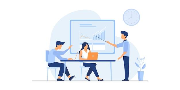 Kantoor werknemer illustratie. creatieve mensen presentatie-instelling, start-up discussie. business team werkt samen aan het grote bureau met behulp van laptops. vlakke afbeelding.