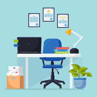 Kantoorinterieur met bureau, stoel, computer, laptop, documenten, tafellamp.
