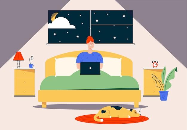 Karakter illustratie van werk thuis. externe werknemer vrouw zittend in bed, werken op laptop 's nachts. kantoor aan huis interieur, hond huisdier, comfortabele werkplek. flexibele werktijden freelancer