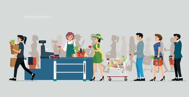Kassier accepteert kaartbetalingen in supermarkten met klanten in de rij