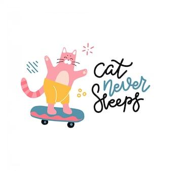 Kat slaapt nooit belettering slogan print met skateboarder kinderachtig kattenkarakter op skateboard. voor t-shirt of ander gebruik. vlakke hand getekende illustratie