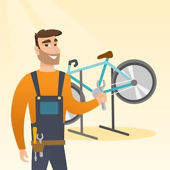 Kaukasische fietswerktuigkundige die in reparatiewerkplaats werken.
