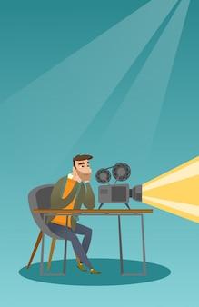 Kaukasische projectionist die een nieuwe film toont.