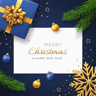 Kerst achtergrond met vierkante papieren banner realistische blauwe geschenkdoos met gouden strik dennentakken