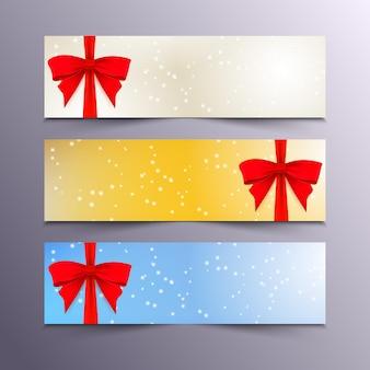 Kerst- en nieuwjaarsbanners met sneeuwvlokken op een blauwe, gele en zilveren achtergrond