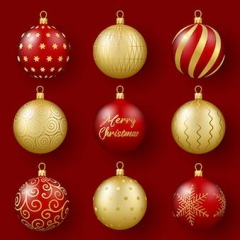 Kerst- en nieuwjaarsdecor set van 3d-realistische gouden en rode glazen bollen met een ornament