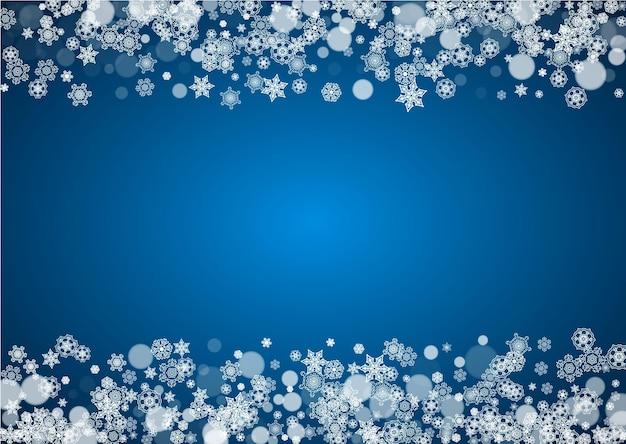 Kerst frame met vallende sneeuw op blauwe achtergrond. horizontaal merry christmas-frame met witte ijzige sneeuwvlokken voor banners, cadeaubonnen, feestuitnodigingen en speciale zakelijke aanbiedingen.